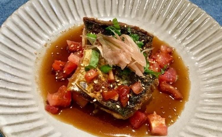 鯖のトマトの黒酢ソースがけ