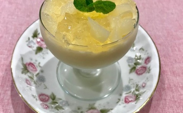 ココナッツ香る白桃のグラスデザート