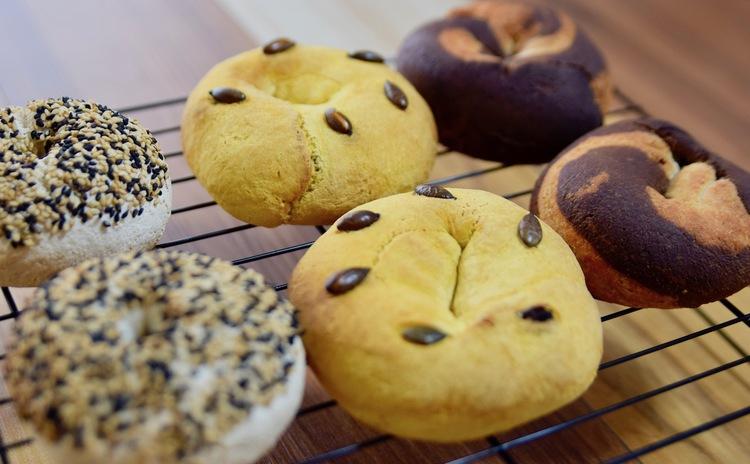 もちもちのベーグルが、米粉で簡単に焼けるって知っていましたか?