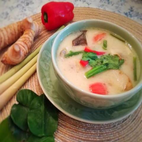 トムカーガイ(チキンココナッツミルクスープ)