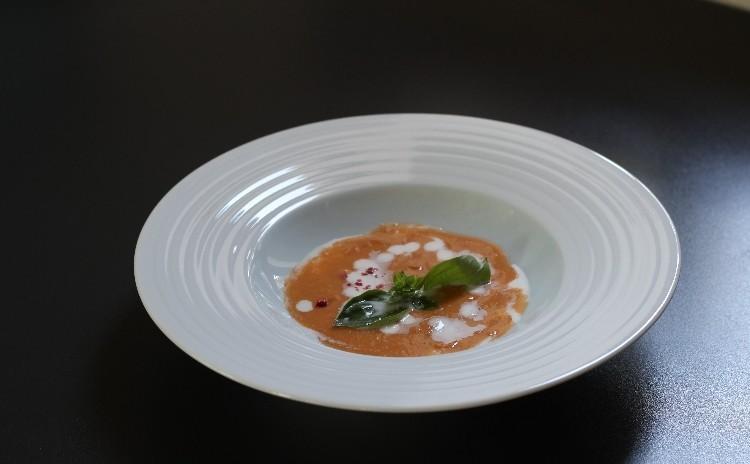 暑い夏!極力火を使わない美味な料理のリクエストを頂き旬のトマト料理・サーモン巻は簡単なのにレストラン級です。