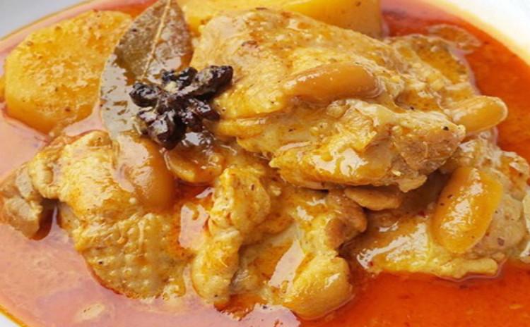 お家でレストラン。ペーストから作るマサマンカレー&老すり身のせ揚げパン&団子ココナッツミルクしるこ