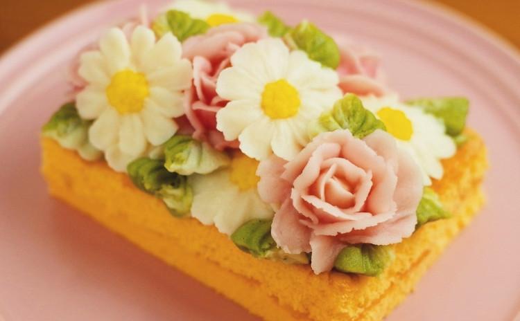 あんフラワー1dayレッスン「バラとマーガレットのスクエアケーキ」
