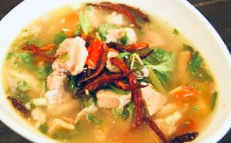 お家でレストラン。ソムタムタイ「青パパイヤのサラダ」旨いスパイシーハーブ沢山タイ東北のイサーン料理作ろう〜