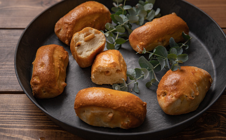 オレンジ酵母パン!ココナッツミルクパン!ココナッツミルクハース&ヘーゼルナッツ、オレンジ酵母とココナッツオイルのドレッシングでパンサラダ!