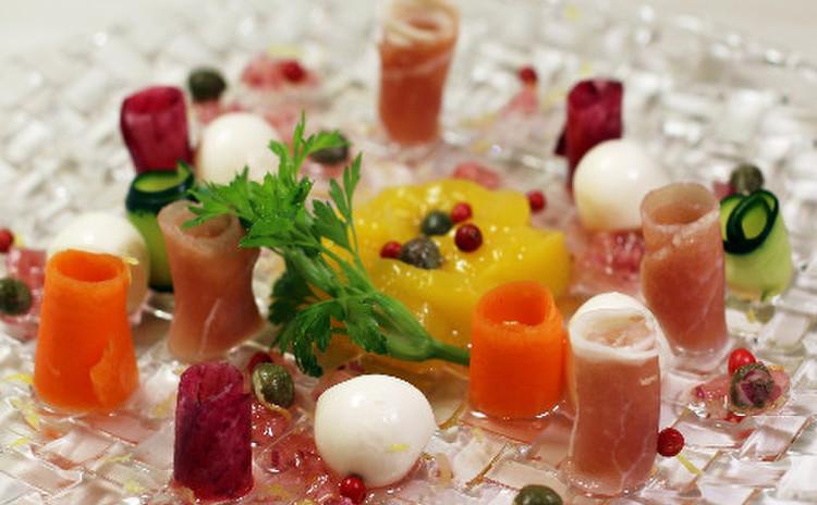 モッツアレラとマンゴーとプロシュットのサラダ~甘酸っぱいミチョドレ