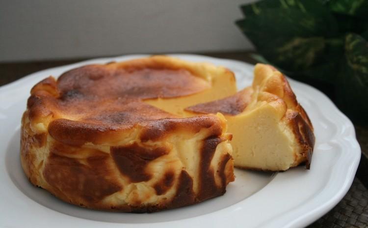 「バスク風チーズケーキ」しっとりとしてなめらかなとびっきり美味しいチーズケーキ(15㎝丸1台)
