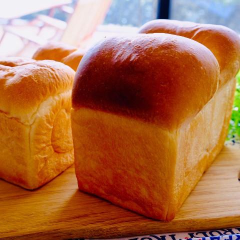山型食パンと角食パン