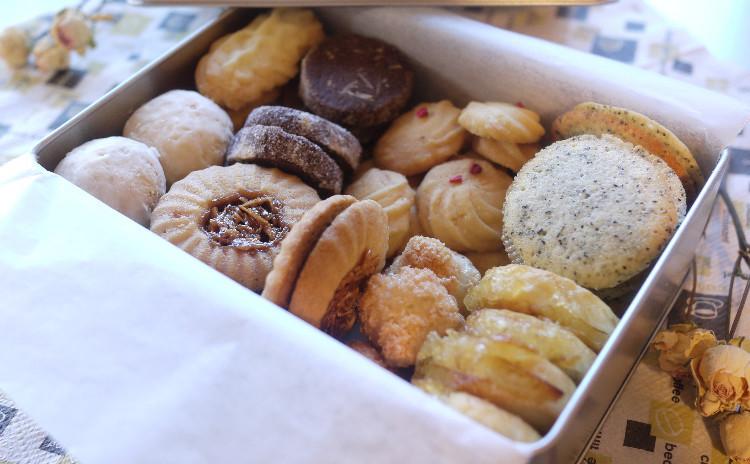 宝石箱見たいな♪豪華クッキー缶!実にクッキー7種類!