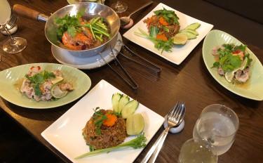 お家でレストラン。有頭ブラックタイガーの春雨蒸し焼き&豚肉のライム香りスパイシーサラダ&豚炒飯
