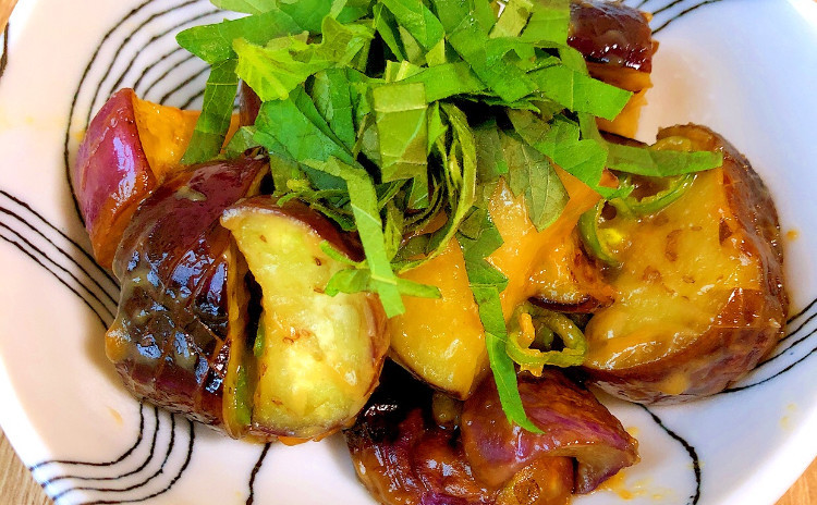 9月日程追加!夏の食材をたっぷり使ったメニューを作り、色鮮やかに盛り付けよう!イカと枝豆のしんじょう・アジフライ・夏野菜たっぷりの副菜の合計5品!セミプライベートレッスンの実習スタイルでお1人ずつお作りいただけます。