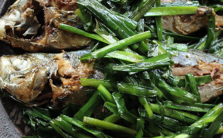 ニラたっぷりアジの煮魚