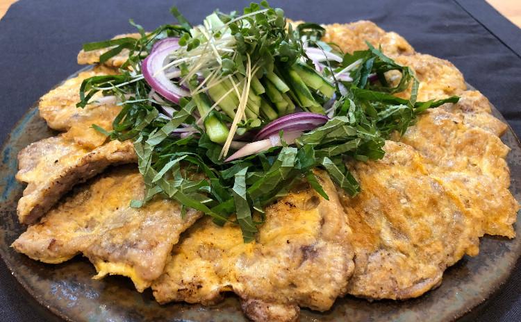 牛肉もち粉チヂミ、アワビおかゆ、キュウリとワカメ冷製スープ、レンコン柚子ピクルス、メロン梅スムジ