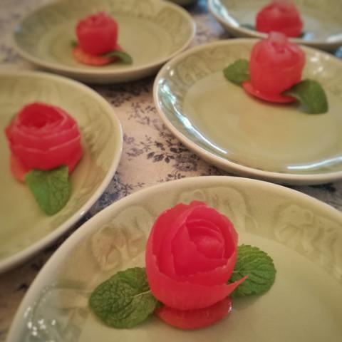 トマトのバラのカービング