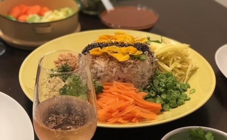 彩りも鮮やかな南部タイのライスサラダ<カオヤム パークタイ>