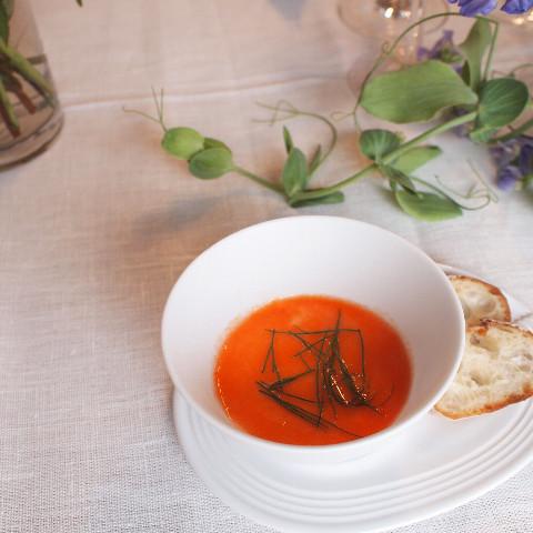 赤ピーマンのムース トマトソース