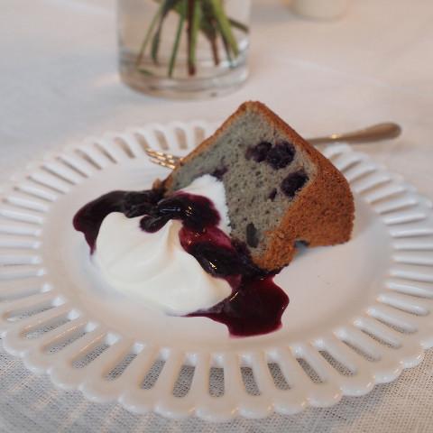 自家製ブルーベリーソースのシフォンケーキ