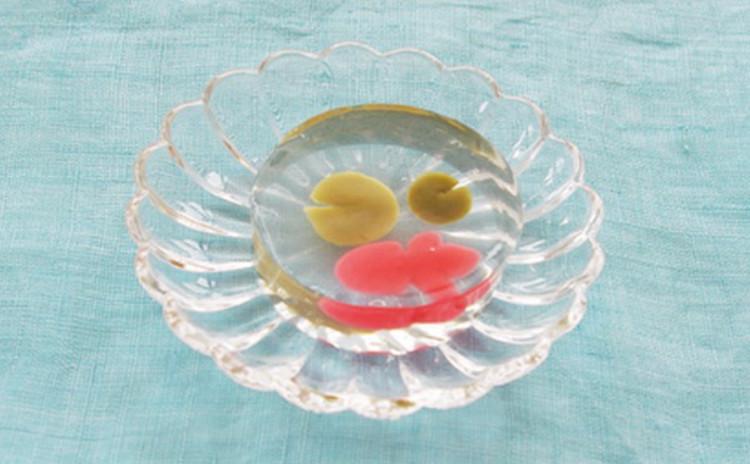 透明な和菓子で金魚を作りますよ!
