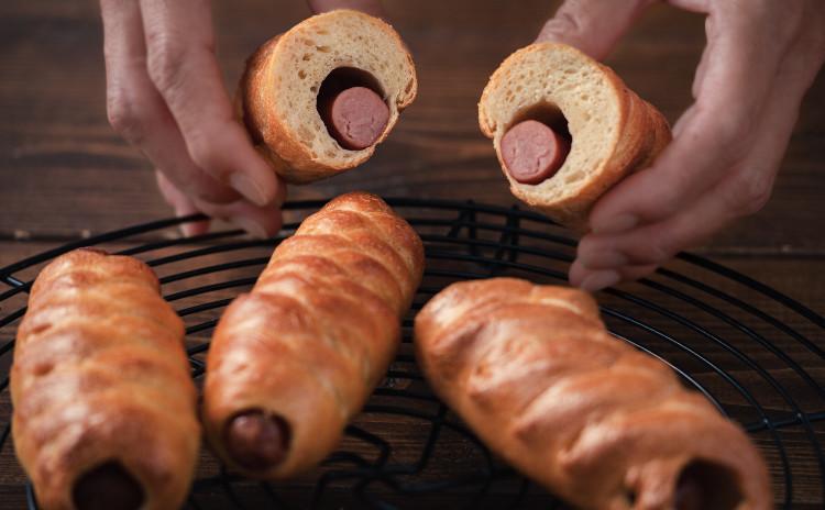 自家製酵母パン!2種のベーグル、みんな大好きまきまきマスタードウインナー&手作りスパイスでカレーベーグル、タンドリーチキン風味のヘルシー鶏ハム