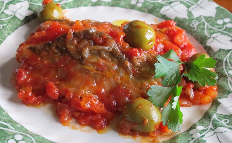 ウニのスパゲッティ、タラのトマト煮、オレンジ風味のリコッタチーズケーキ