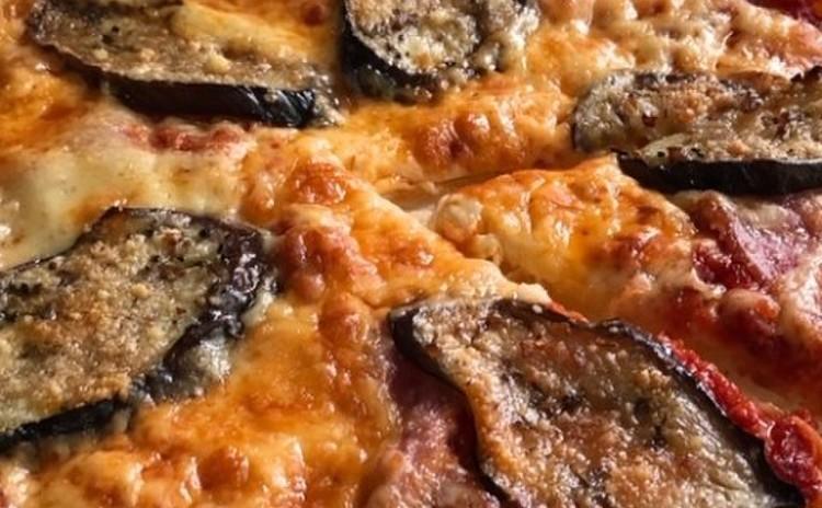 焼き茄子のピザ
