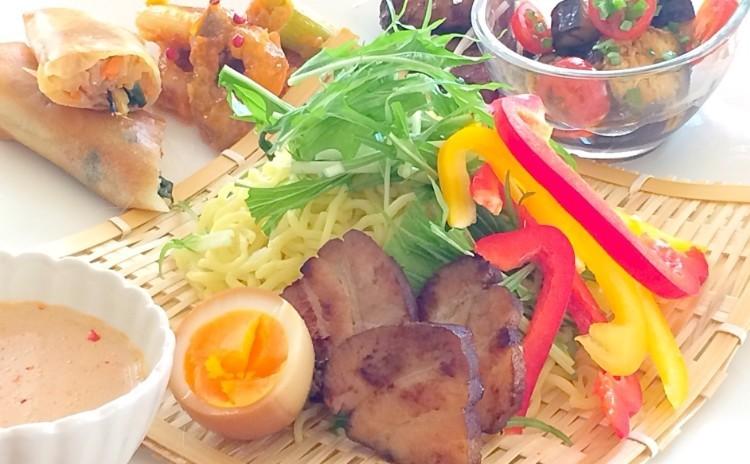夏におすすめ☆手作り烏龍チャーシューの野菜たっぷりピリ辛豆乳つけ麺の中華プレート