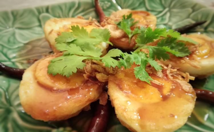 夏にピッタリ!日本ではなかなか食べられない タイ本場の人気なシーフード料理!青パパイヤ入り海老のサワーカレー