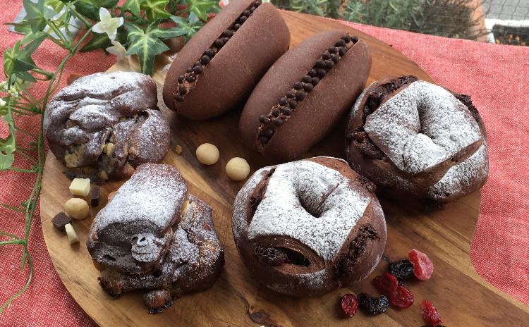 大人の個性派チョコレートパン「マカダミアチョコ」「ベリーベリーショコラ」「クラッカンクリーム」ホシノ天然酵母で。
