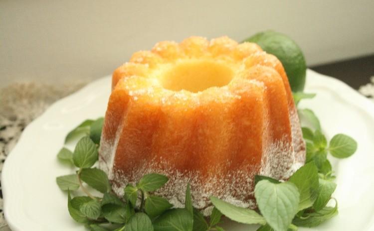 「ライムケーキ」ライム果汁と皮を混ぜたクグロフ型の焼き菓子