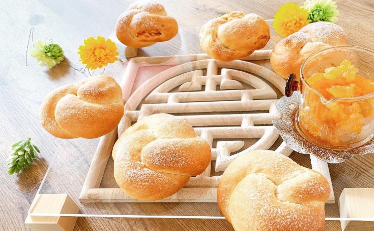 夏の薬膳パン「低カロリー豆腐パン(プレーン・トマト)&パイナップルと白茶のコンフィチュール