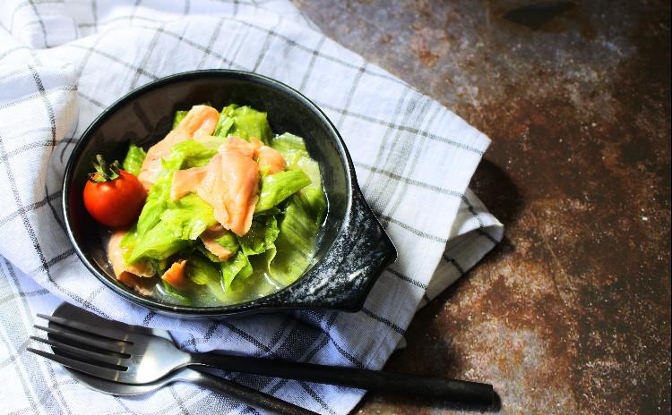 【600kcalごはん】ワンルームの狭いキッチンで作るしっかりごはん!エビの爽やかトマトクリームカレー、レンジで炊く1人前ごはん 他副菜2品