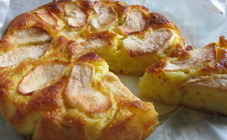 トスカーナの魚介煮込みカッチュッコ、鯛のラグーソース、リンゴとサツマイモの農民風ケーキ