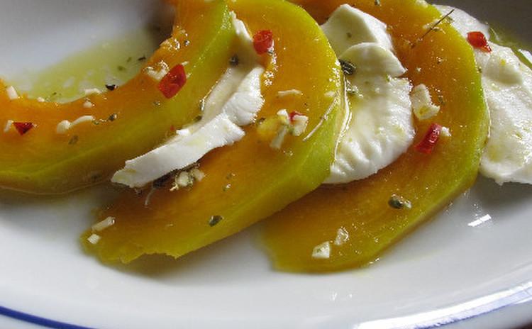 カボチャのマリネとモッツァレラチーズのサラダ