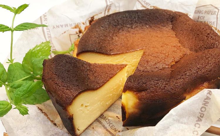 2種類のチーズケーキ(バスクチーズケーキ&ニューヨークチーズケーキ)の食べ比べをしましょう!