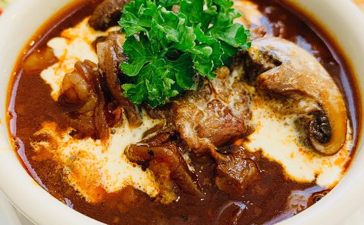 牛スジのデミグラスソース煮込み(単品定価:10,000円)
