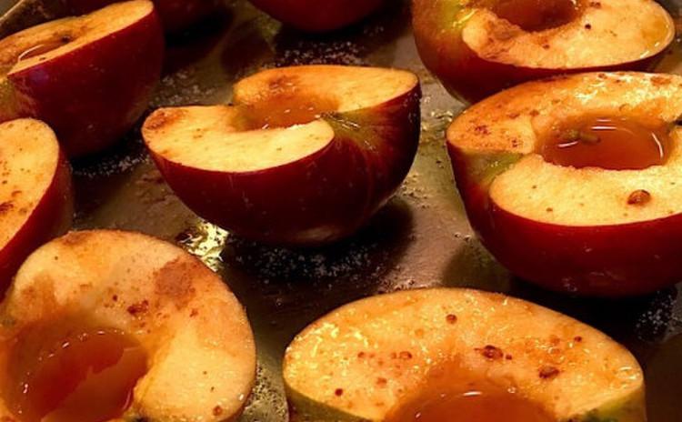 サービスドルチェレッスン☆焼きりんごとバニラアイス  グランマルニエ仕立