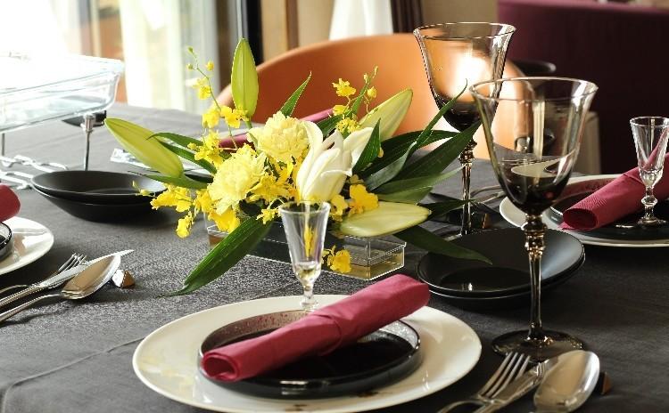 秋に庭での鴨燻製料理・フランボアーズソースでいただく野菜・赤海老のパスタ他