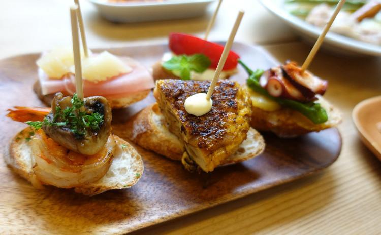 おうちスペインバル!タパス・ピンチョス・野菜たっぷりコシードとバスクチーズケーキ