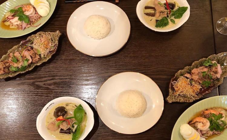 お家でレストラン。ペーストから作るグリーンカレー&豚焼肉&茄子のサラダ