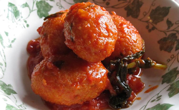 アブルッツォの手打ちパスタ「キタッラ」と揚げたチーズのお団子「パッロッテ」