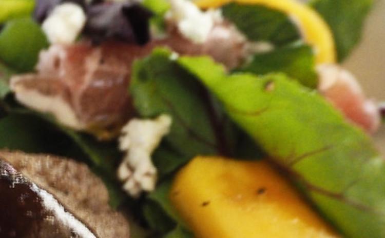 柿と生ハムの華やかサラダ
