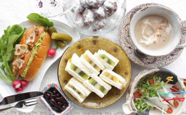 秋の深みと澄んだ空気に香るマッシュルームスープ★ フルーツサンド&ホットドッグで旬の食材を楽しむ、盛り沢山のパン献立!
