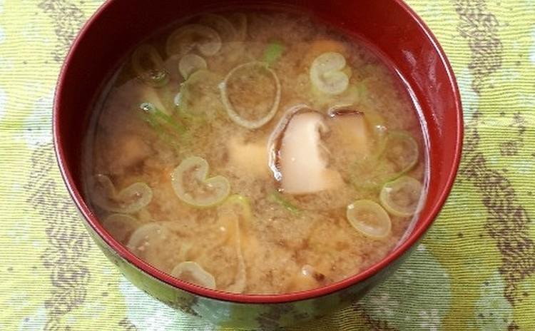 干し椎茸とネギの味噌汁