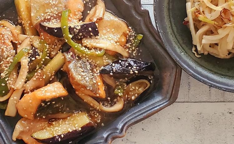 「ケ」の日のごはん ~鮭と野菜の黒酢ごまあん/大根とじゃこのごま炒め/スープ