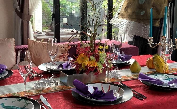 秋に庭での鴨燻製料理ブラックチェリーソースと・フランボアーズソースでいただく野菜・赤海老のパスタ他