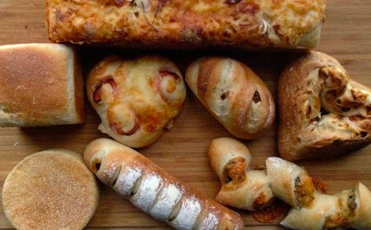 ホシノ天然酵母deベーコンチーズ&全粒粉の食パン、今月のオリジナルディップ付き<初心者大歓迎>