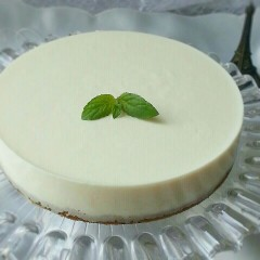 夏に爽やか、簡単、本格的レアチーズケーキ。