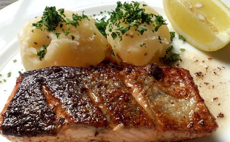 最高に美味しい外カリカリ、中ふっくら秋鮭のムニエルを学ぼう!