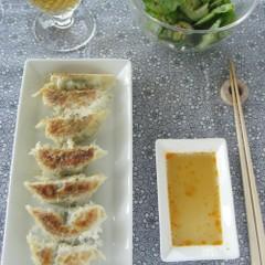 計量スプーンを使わない!ジューシー焼き餃子 &中華サラダ