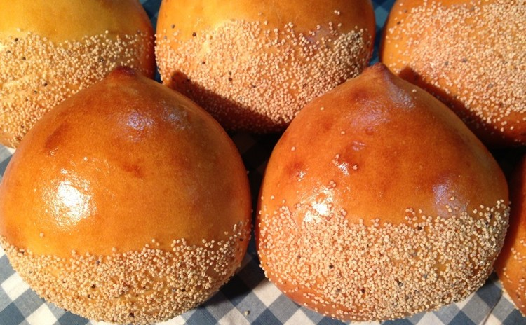 栗のパン 栗の甘露煮とカスタードクリームがたっぷり入った秋のパンです